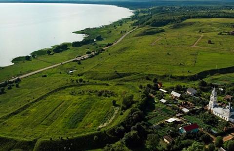 Строители дороги в Ярославской области повредили поселение X-XII вв