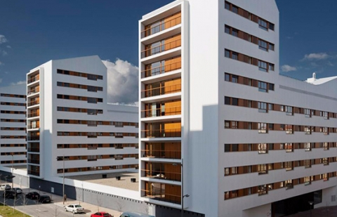 Объем ввода жилья в России снизился, а цены на квартиры возросли