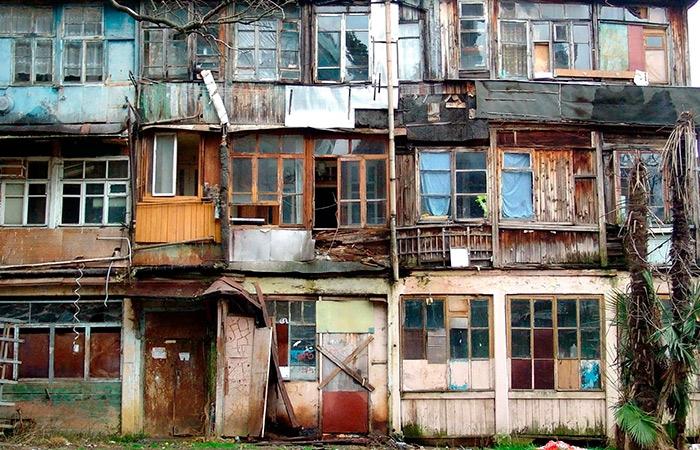 Около 4,5 тысячи приморцев переехали изаварийных домов вновые