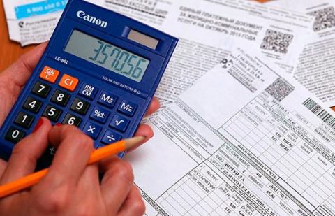 Долги за ЖКХ стали списывать с банковских карт граждан