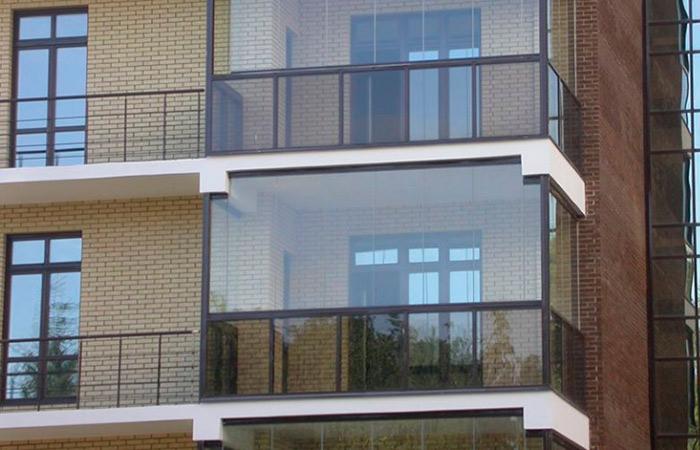Балконы многоэтажных домов приведут к одному стилю суперриэл.
