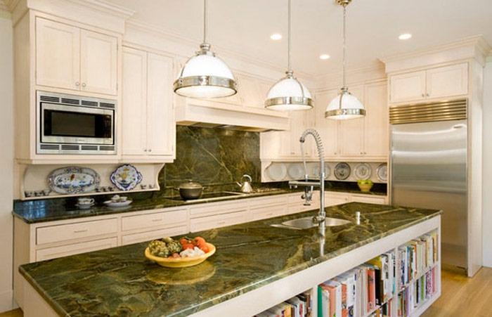 Кухонные гранитные столешницы из камня сорта Verde Borgogna 90% столешниц и только 10% подоконников