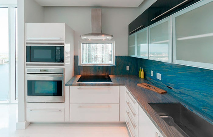 Кухонный фартук из гранита Azul Macaubas