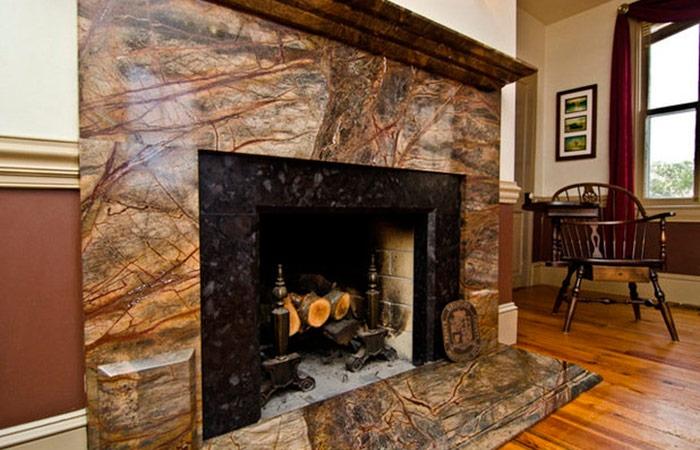 Гранит и мрамор в отделке каминного портала