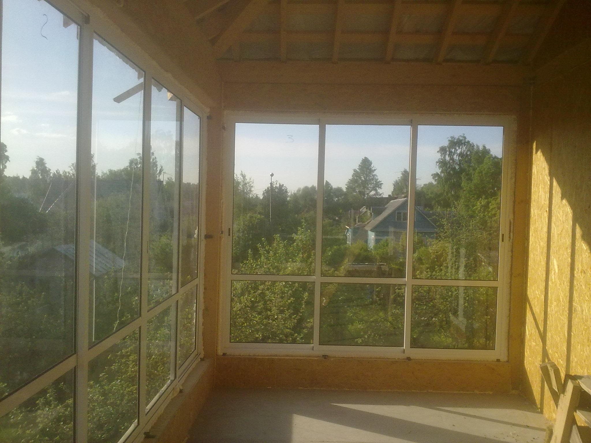 Панорамные окна больше напоминали рамы от дверей со вставленными стеклами